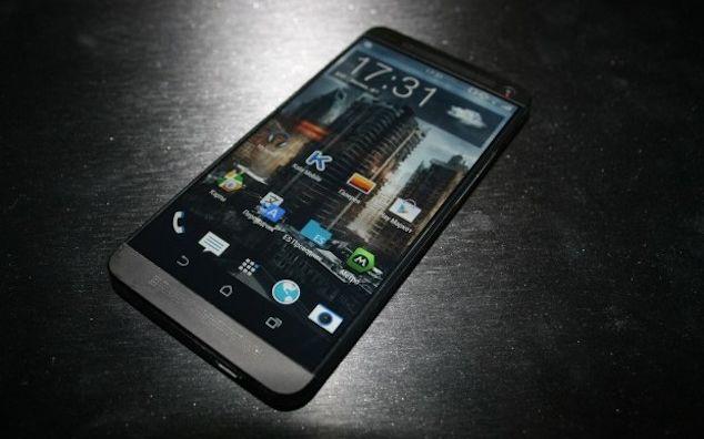 HTC One 2: El dispositivo podría tener una carga inductiva