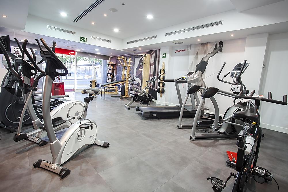 Los esenciales para crear tu gimnasio que encontrarás en una tienda fitness.