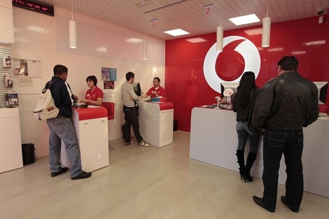 Vodafone baja un 4,3% en número de clientes