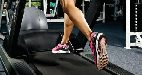 Cintas de correr: ejercicio en pendiente para tonificar piernas y glúteos