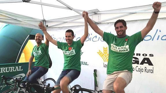 Los malagueños se suben a bicicletas estáticas por una iniciativa solidaria