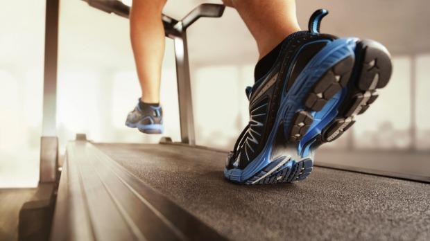 Los entrenamientos en cintas de correr ayudan a las víctimas de accidentes cerebrales