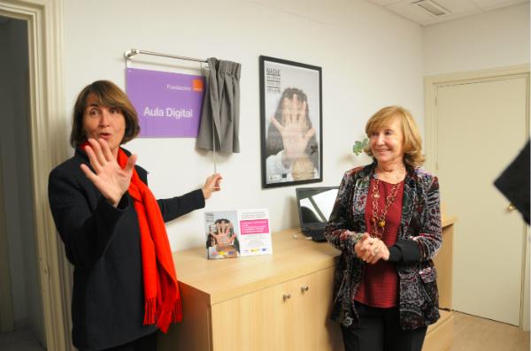 Fundación Orange inaugura aula digital para mujeres en situación vulnerable