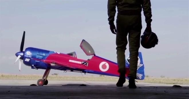 Vodafone prueba su red 4G con un avión acrobático conectado a su red