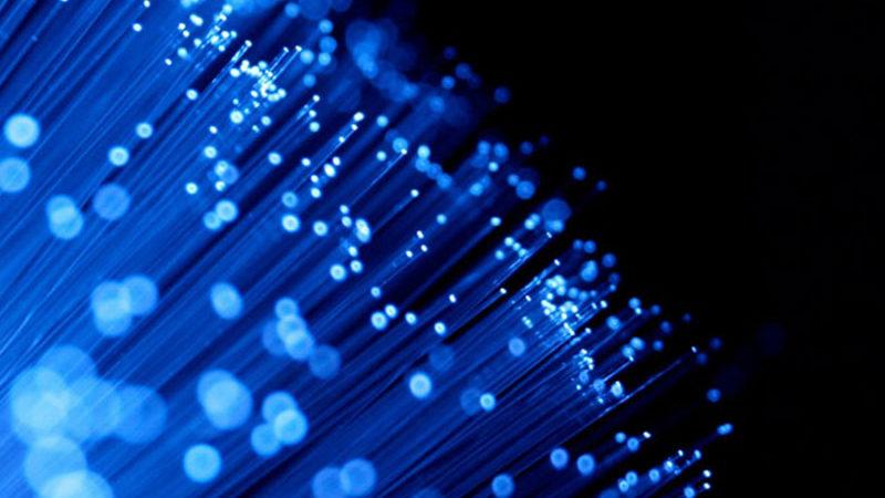 Logran una fibra óptica capaz de transmitir a 1 petabit por segundo