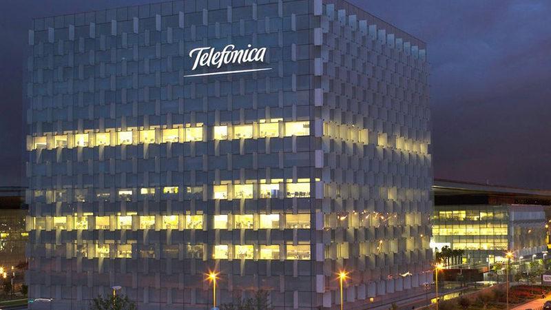 Telefónica acelera su compromiso con la electricidad renovable