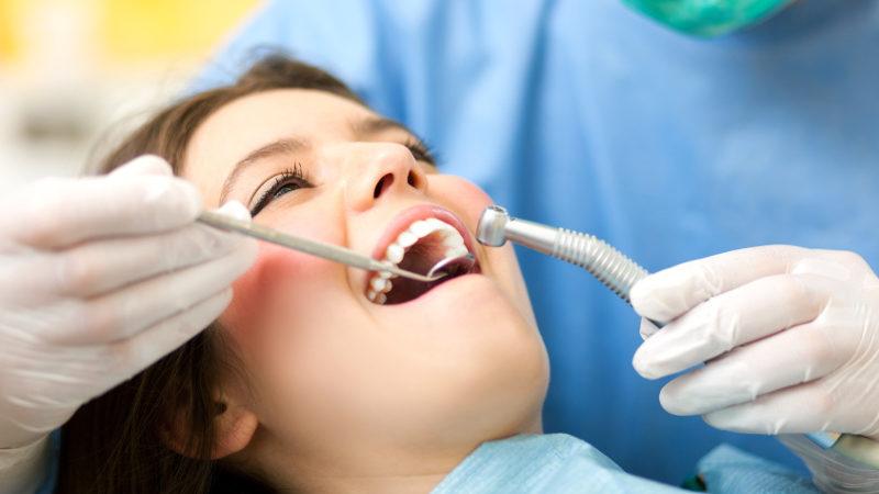 Clínicas dentales en Arguelles: cómo elegir sin equivocarse