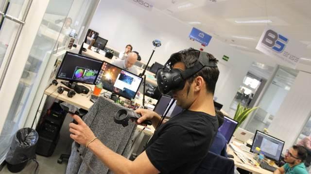 Realidad virtual aumentada a través del móvil y gafas especiales