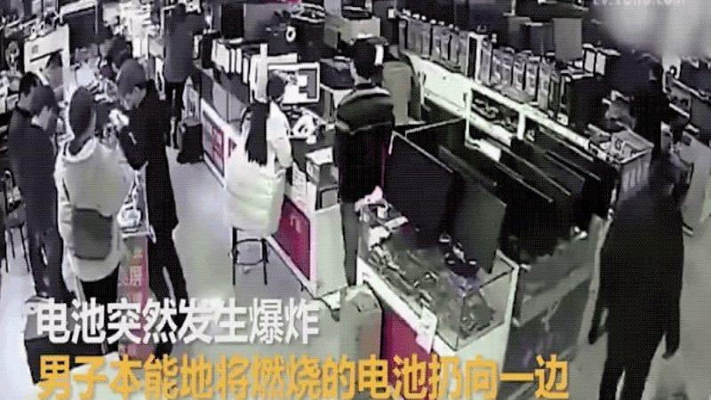 Un hombre en China muerde una batería de móvil y le explota en la cara