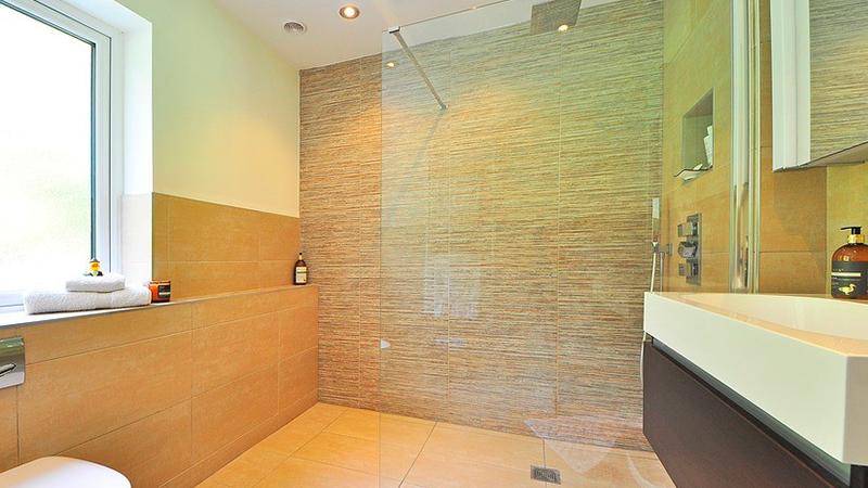 ¿Está el futuro de los baños en los grifos de ducha inteligentes?