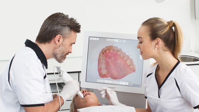 Equipamiento tecnológico de última generación utilizado por dentistas
