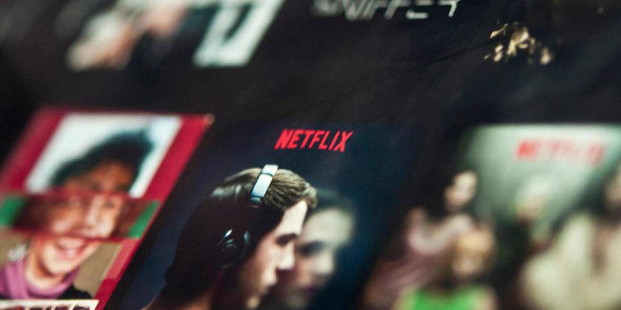 Ver series en Netflix, tan contaminante como conducir un coche