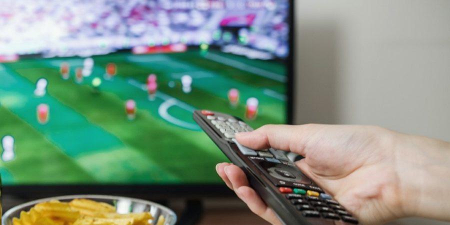Televisión y radio, los medios favoritos de quienes siguen el fútbol