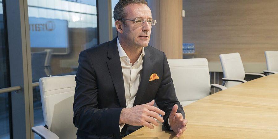 Orange recorta a la mitad el valor de su filial en España