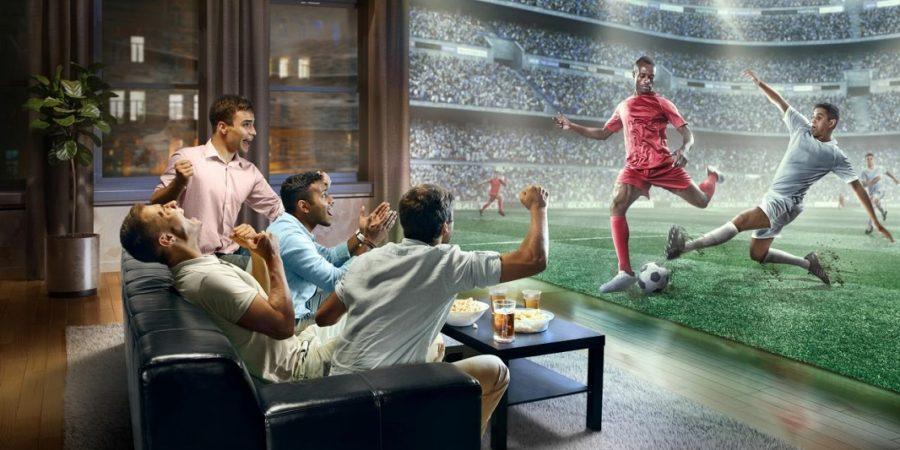 Ver el fútbol en casa, más caro este año según la OCU