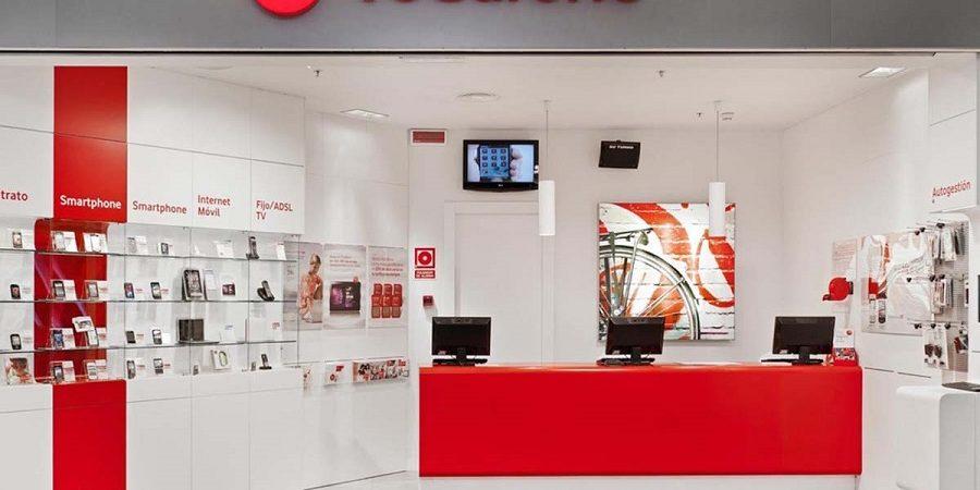 Por los recortes, Vodafone cerraría sus tiendas propias en España